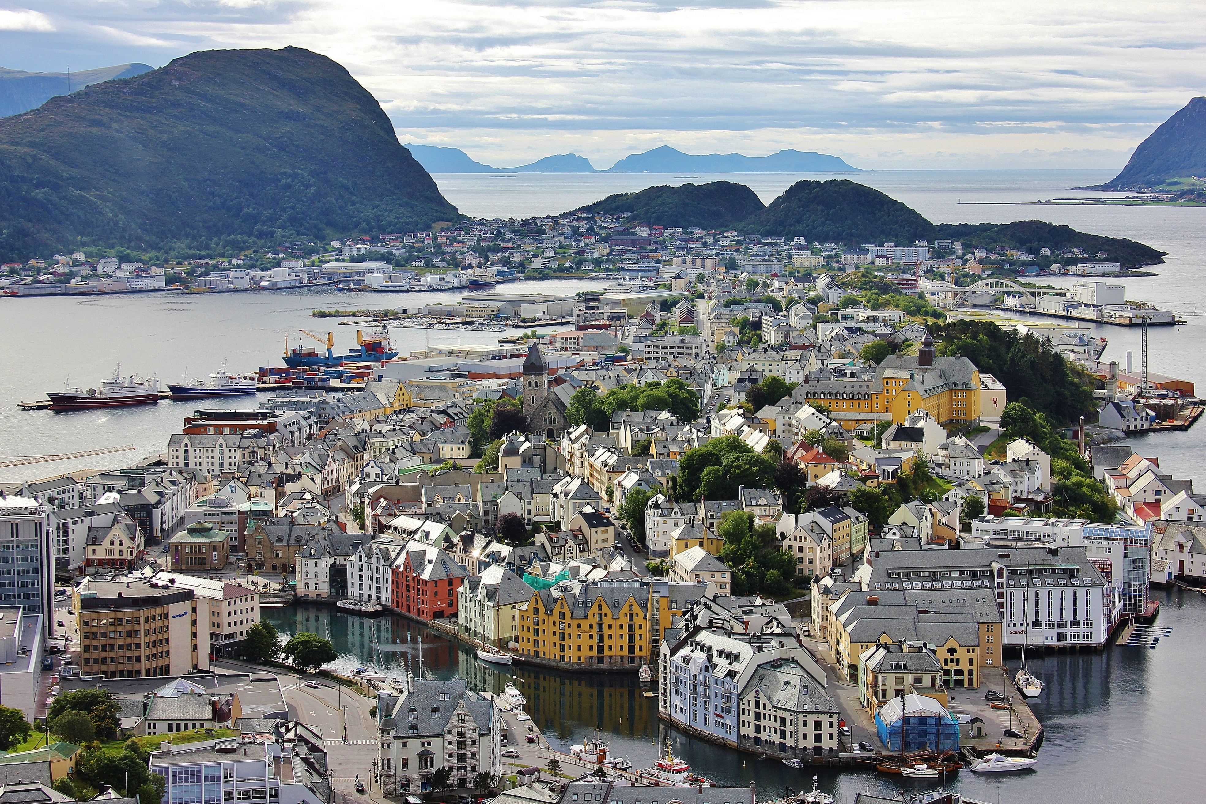 Alesund Norway  city pictures gallery : Alesund, Alesundfjord, Norway, colourful houses The Culture Map