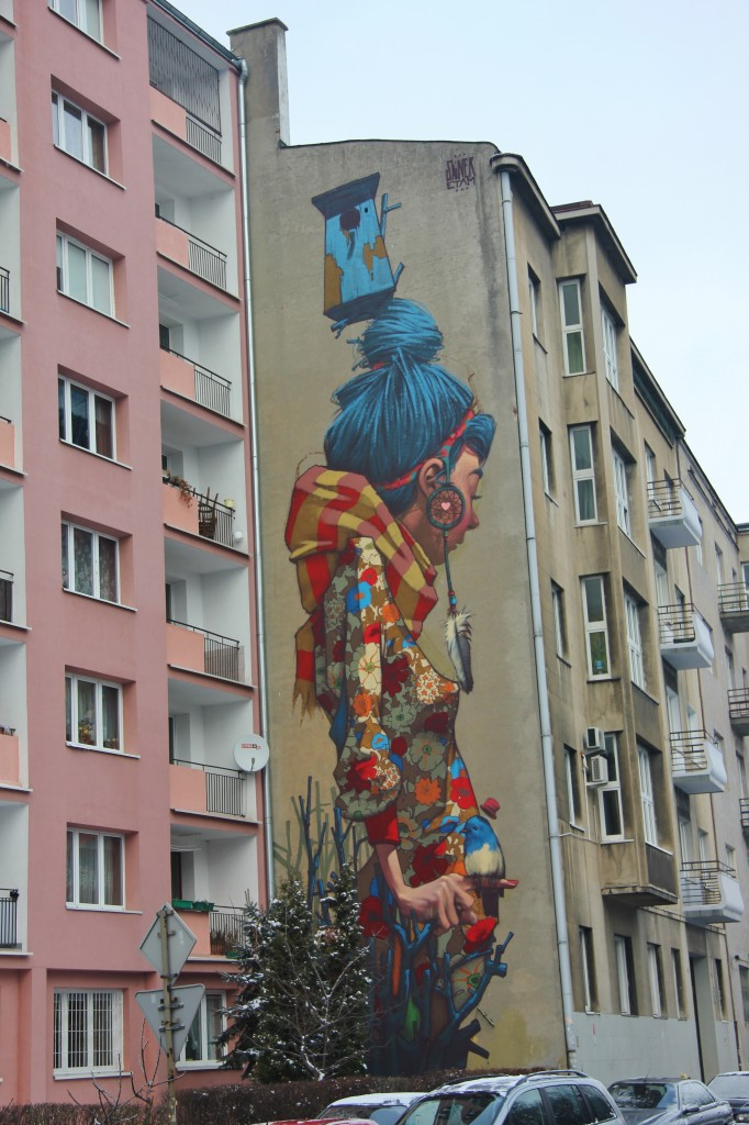 Street art lodz, tall girl, Poland, flats, Sainer