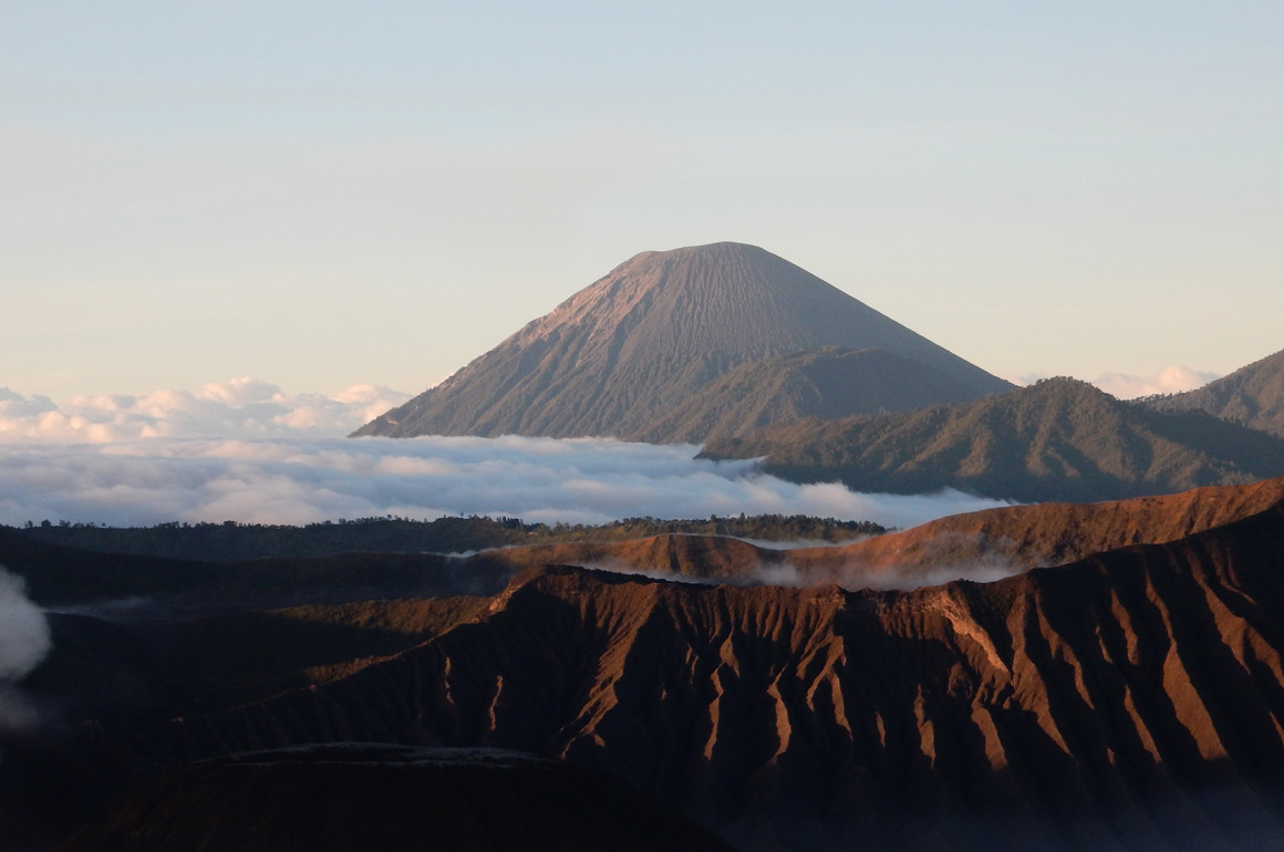 Hot to hike Mount Bromo - A travel guide