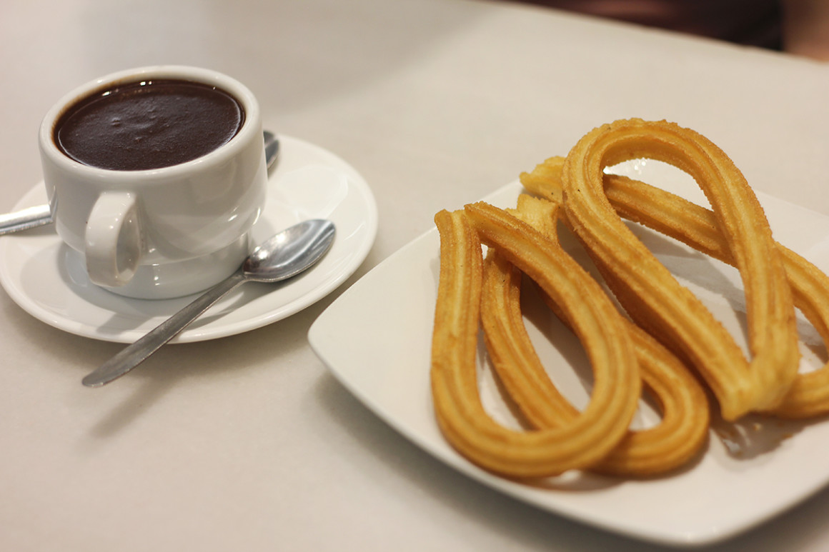 Eating Churros in Valencia at Horchatería Santa Catalina