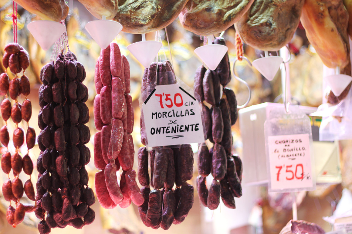 Join a gastronomic tour of Valencia and visit the famous food market.