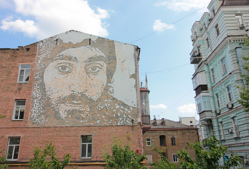 Wall mural by Vhils dedicated to the young activist Serhiy Nigoyan.