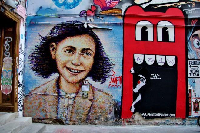street art alley in hackescher markt  berlin